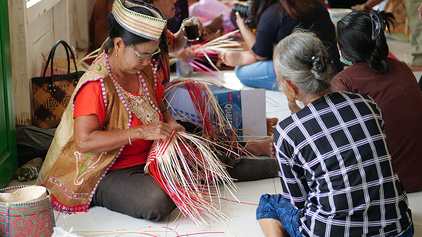 weaving competition